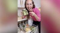 Moteris parodė netipininę virtuvės gudrybę: maistą gamino indaplovėje (nuotr. stop kadras)