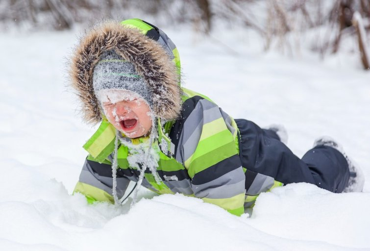 Vaikas sniege  (nuotr. Shutterstock.com)
