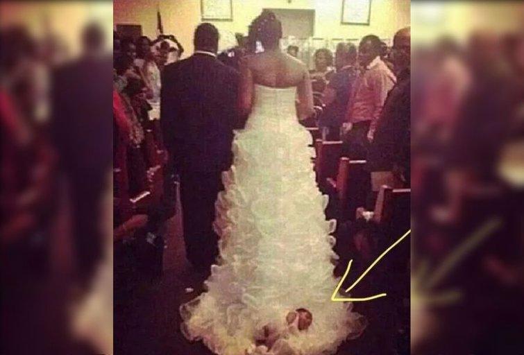 Nuotaka vaiką pririšo prie savo suknelės (nuotr. facebook.com)