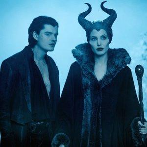"""Sekmadienio vakare nusikelkite į magišką burtininkų pasaulį su Jolie ir """"Piktadarės istorija"""": įdomūs faktai apie filmą"""