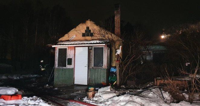 Vilniuje užsiliepsnojusiame name rasti dviejų sudegusių žmonių kūnai