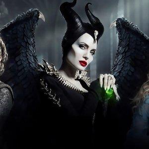 """Angelina Jolie juostoje """"Piktadarės istorija 2"""" – neatpažįstama: už įspūdingų kostiumų slypi intriguojančios detalės"""