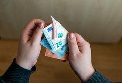 Nenustebkite gavę mažiau pinigų: daugeliui vasarį išmokėtos mažesnės pensijos nei sausį
