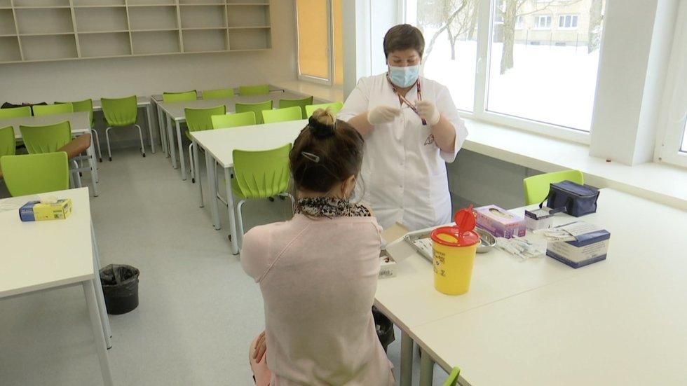 """Ne visi """"Astrazeneca"""" skiepijami mokytojai patenkinti: jie norėtų rinktis kitą vakciną"""