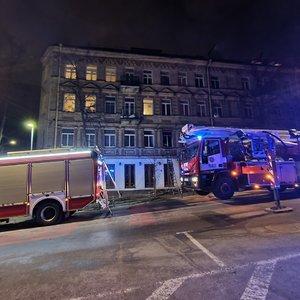 Vilniaus centre kilus gaisrui žmonės evakuoti kopėčiomis