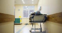 """Kaltina Vyriausybę dėl perteklinių mirčių ir ragina """"atkimšti medicininių paslaugų kamštį"""""""