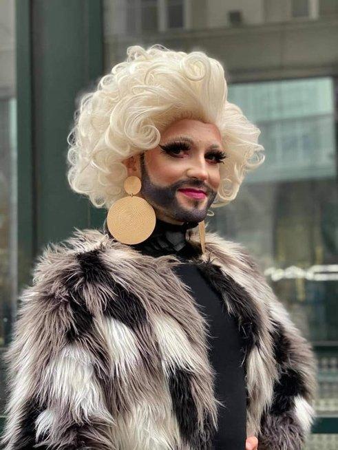 """Tomo Vytauto Raskevičiaus įkūnijama """"drag queen"""" Okeanidė"""
