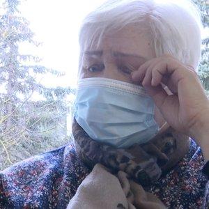Sostinėje senjorai vos tramdo emocijas: laukdami vakcinų braukia ašaras, ilgisi artimųjų