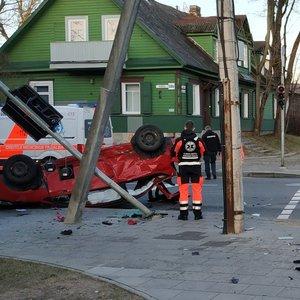 Vilniuje per avariją apvirto moters automobilis