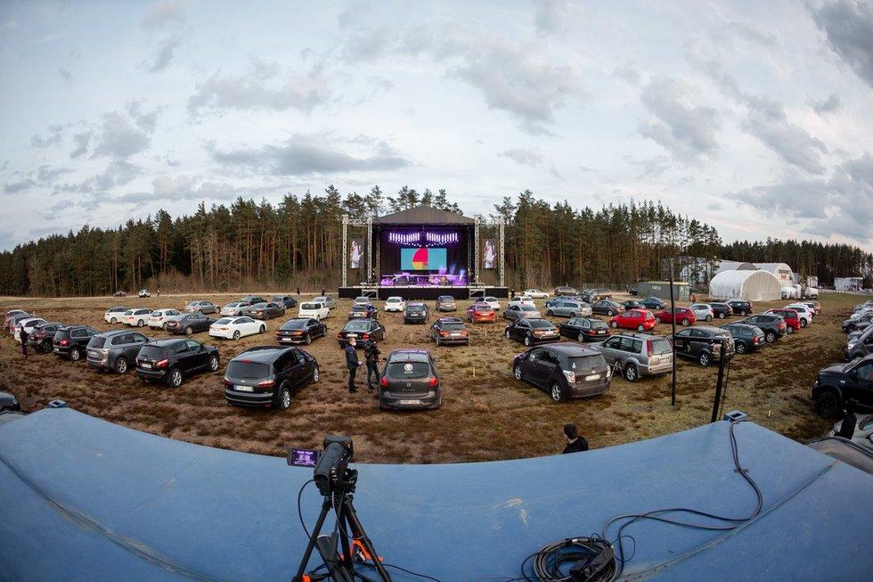 """Paluknyje startavęs """"Drive in Live"""" koncertų ciklas sprogdina internetą (nuotr. Simonas Lankutis Photography)"""