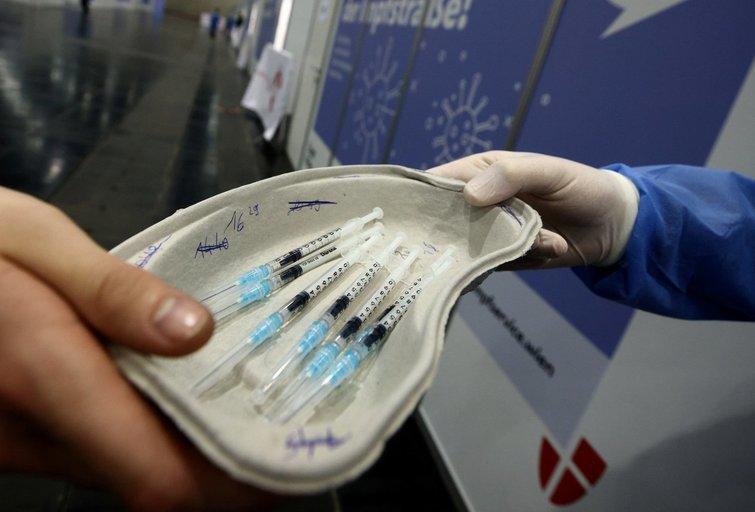 """Austrija sustabdė skiepijimą """"AstraZeneca"""" vakcinos partija po mirties atvejo (nuotr. SCANPIX)"""
