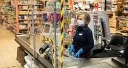 Parduotuvėse – šimtai laisvų darbo vietų: algos ne didžiausios, bet vilioja priedais, apgyvendinimu ir maitinimu