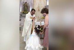 Mergaitės poelgis bažnyčioje iš koto išvertė net kunigą – tokio atsako nesitikėjo