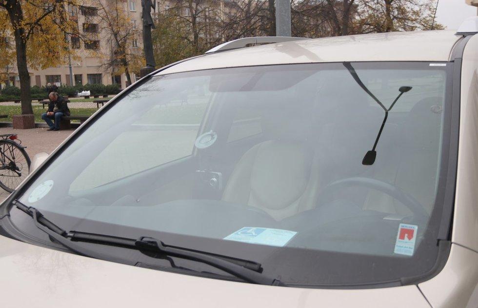 Automobilių statymo kortelė turi būti paliekama tvarkingai, gerai matomoje vietoje. Sigitos Inčiūrienės nuotr.