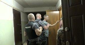 Į tą pačią vietą pareigūnai skubėjo du kartus: aidėjo riksmai ir chaosas (nuotr. stop kadras)