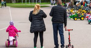 Žmonės Vingio parke  (nuotr. Fotodiena/Justino Auškelio)