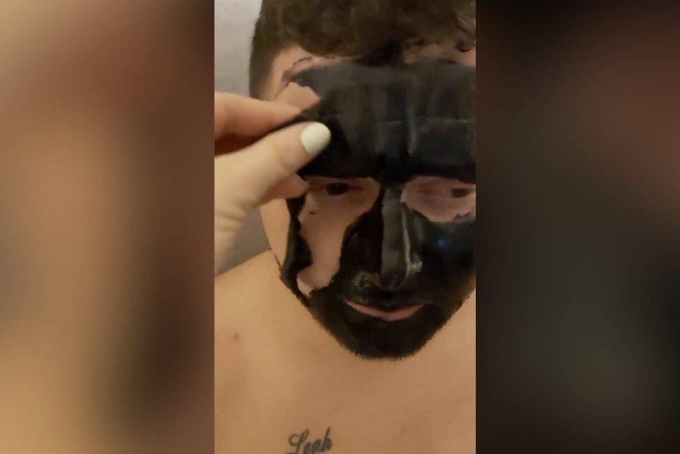 Veido kaukė (nuotr. stop kadras)